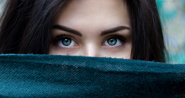 schovaná holka
