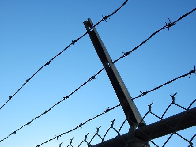 ostnatý drát věznice