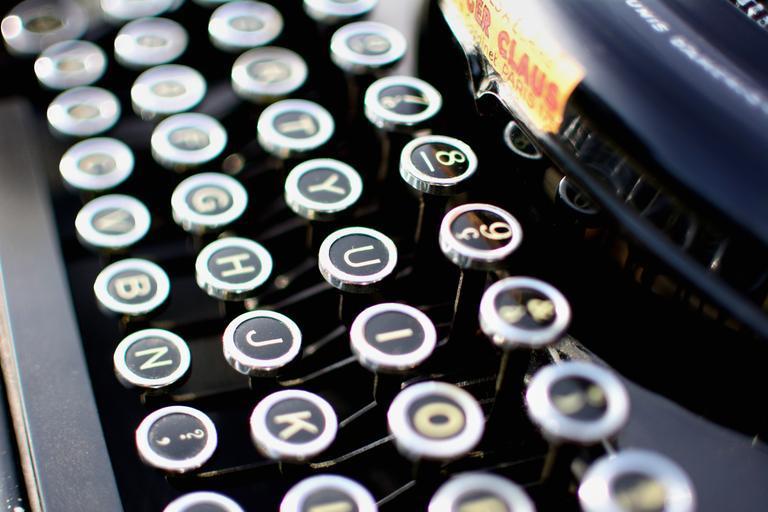 klávesnice psacího stroje.jpg