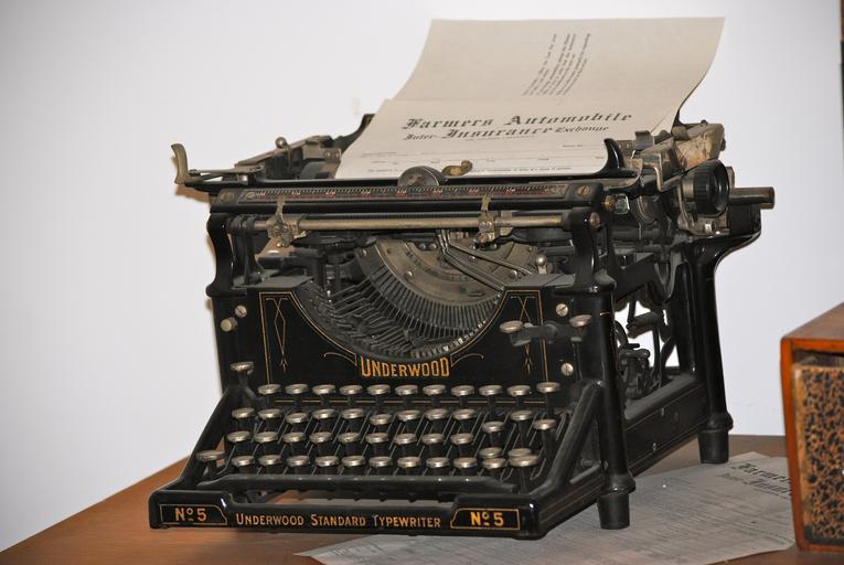 starý psací stroj.jpg