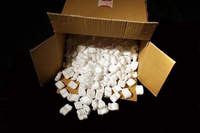 papírová krabice s polystyrenovou výplní