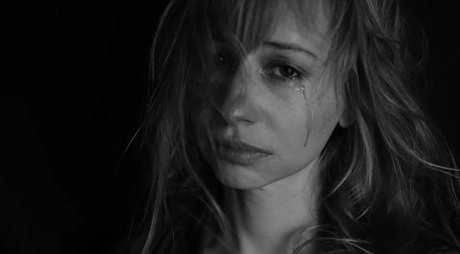 smutná žena
